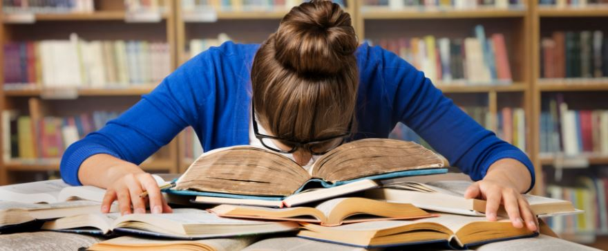 curso preparatório ou estudar sozinho(a)